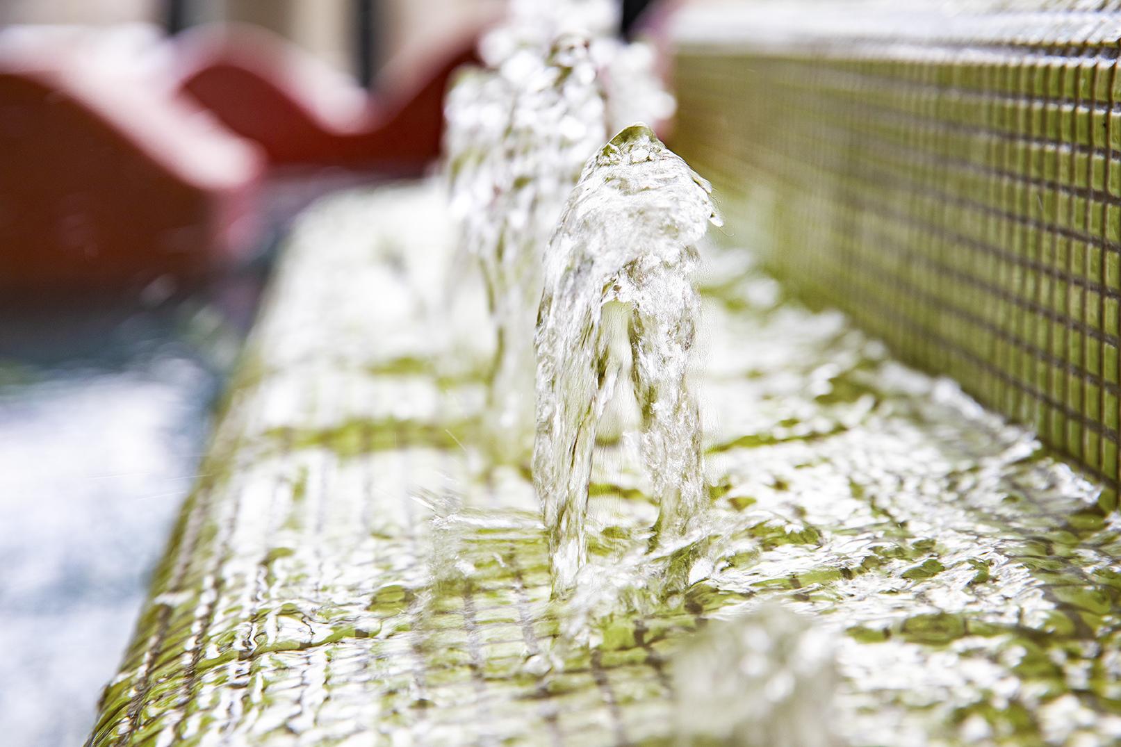 Vatten porlar upp